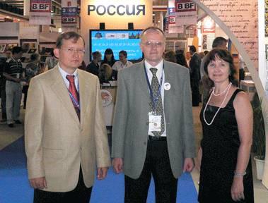 Председатель РКШ М. Дроздов, директор издательства «Русский путь» В. Москвин и автор статьи, журналист Т. Калиберова